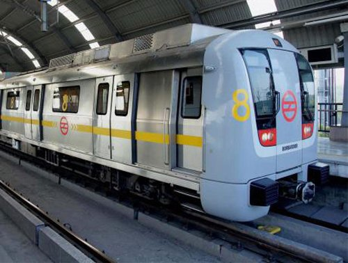 Spark in Delhi Metro coach causes panic, no fire reported