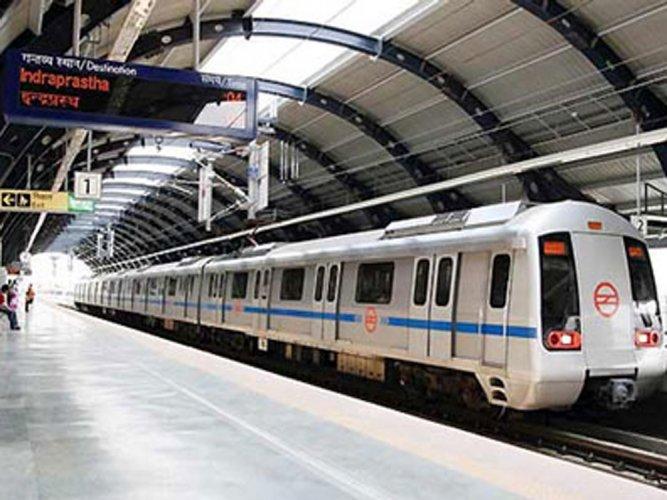 Delhi Metro: 94 % pickpockets women