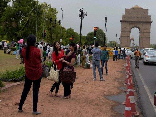 Heat wave sweeps North; light rain in Delhi