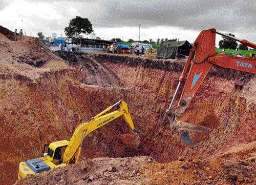 Bagalkot boy declared dead, efforts on to recover body from borewell
