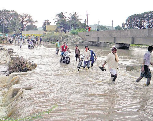 Rains wreak havoc in Gadag, Bellary