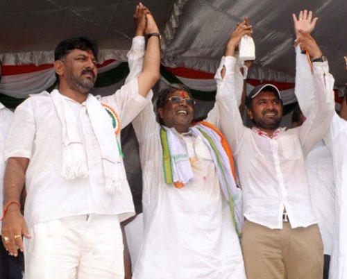 Karnataka bypolls: Cong wins Bellary, Chikkodi; BJP retains Shikaripura