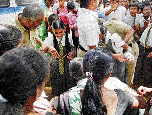 Mishap at mock drill in Tumakuru;  5 schoolchildren among 7 injured
