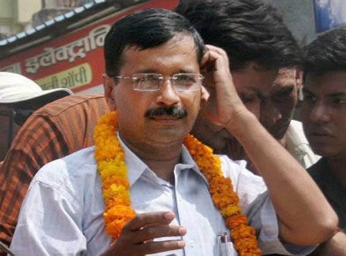 Accept bribes from Cong, BJP but vote for AAP: Kejriwal to voters