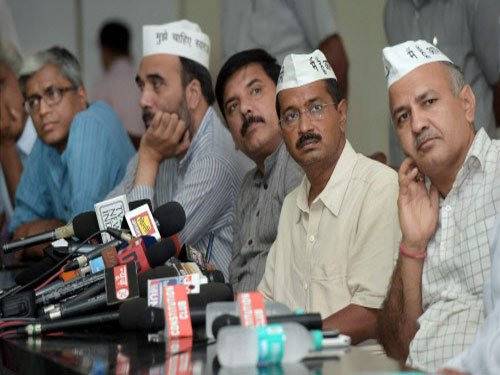 Internal Lokpal talks of 'growth of two camps within AAP'