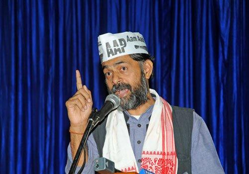 Neither split nor quit AAP: Yogendra Yadav