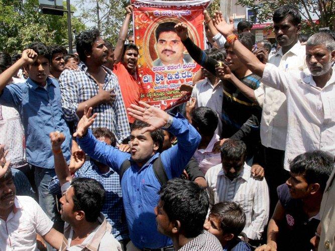 ABVP, AAP seek CBI probe into Ravi's death
