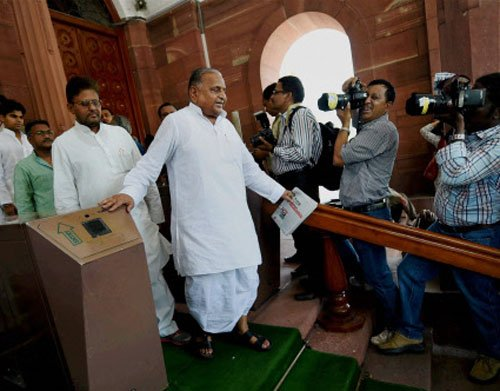 PM hails Mulayam's support to end logjam in Parliament