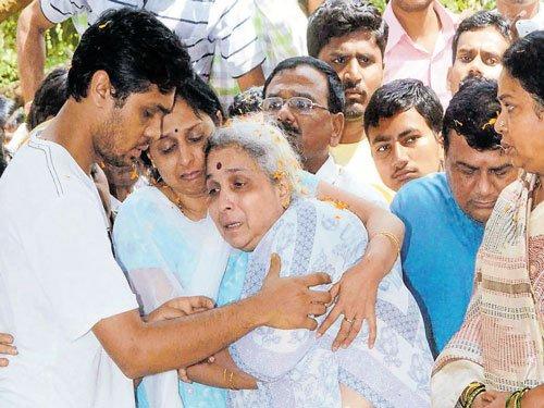 Tearful adieu to Kalburgi in Dharwad