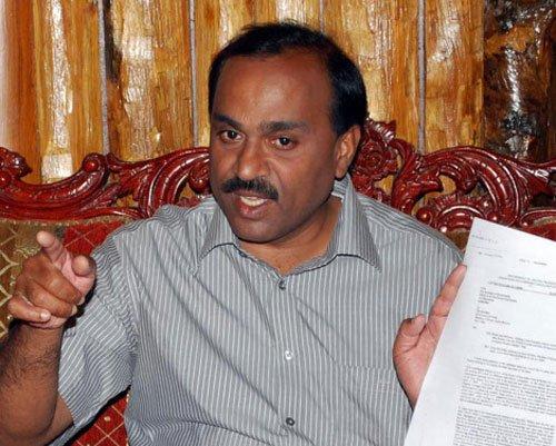 SIT raids houses of Janardhan Reddy, 7 others in Ballari