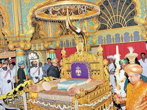 Adoption of Yaduveer  by Mysuru royal family  challenged in court