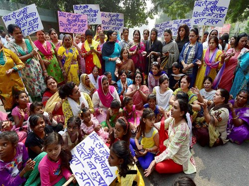 Cong includes children in protest, faces flak from AAP, BJP