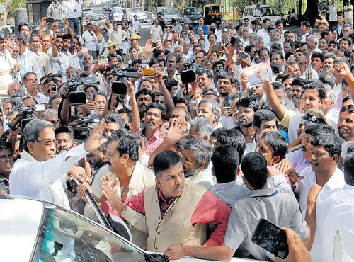 Moily aide gets Council poll ticket from Kolar