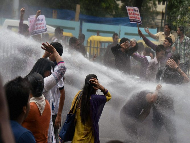 AAP workers protest near Jaitley residence, detained