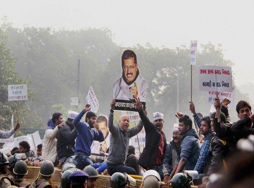 AAP workers protest near Jaitley's house