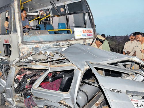 12 of a family killed in Gadag accident