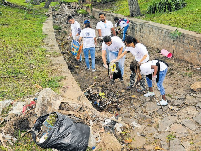UoM's overseas students take part in cleanliness drive in Mysuru