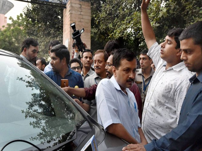 Delhi Police probe graft charges against Kejriwal kin