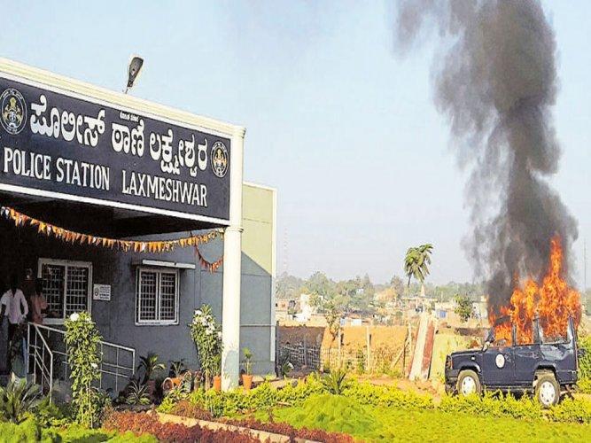 Mob ransacks police station, sets vehicles afire in Gadag