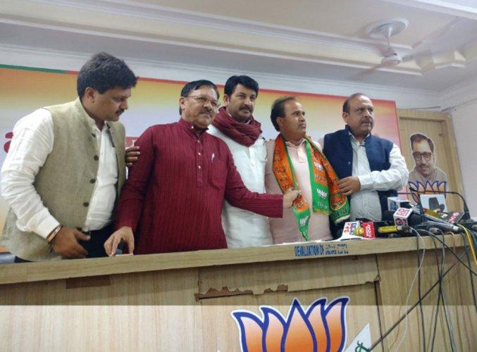 Delhi AAP MLA Ved Parkash joins BJP