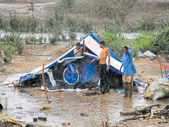 4 killed as heavy rain lashes Old Mysuru