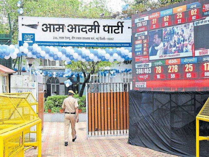 BJP drubs AAP, candidate loses deposit