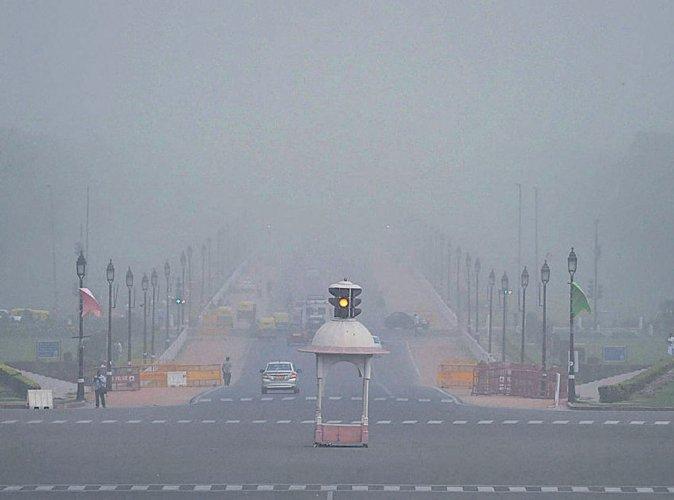 Dust storm, light rain bring relief to Delhi
