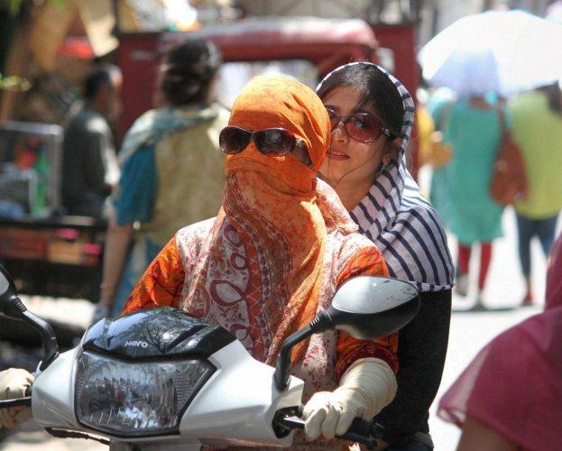 10 Odisha towns record temp above 43; rain forecast for Delhi
