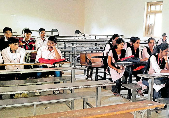 New time table a problem for students of government college in Chikkamagaluru