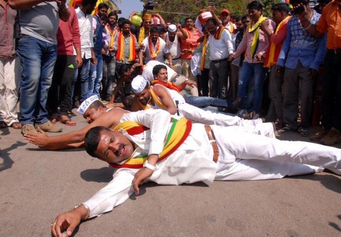 Bandh evokes lukewarm response in Chikkamagaluru