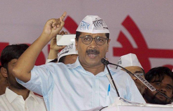 Kejriwal accuses L-G of 'paralysing' AAP govt, seeks 5 powers enjoyed by Dikshit govt