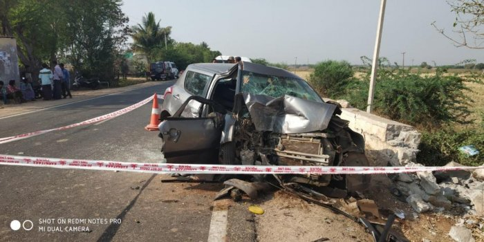 Four killed, two injured in accident in Ballari