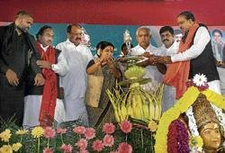Cong bashing dominates BJP's Bellary convention