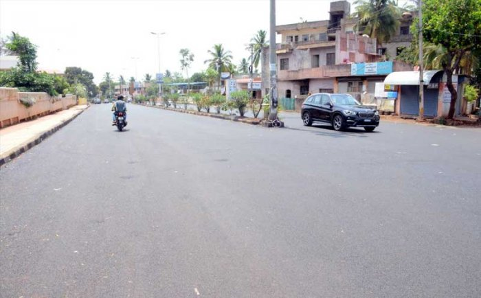 Streets of Belagavi remained largely empty post-counting day because the prohibitory orders were extended for an additional day on Wednesday.  DH photo.