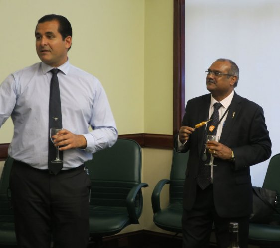 Shahyaz Yezdi Mubarakai (left) and Kevin Michel, Indian-born MLAs in the Western Australian Parliament, in conversation with a delegation of Indian journalists. Credit: DH Photo/Furquan Moharkan