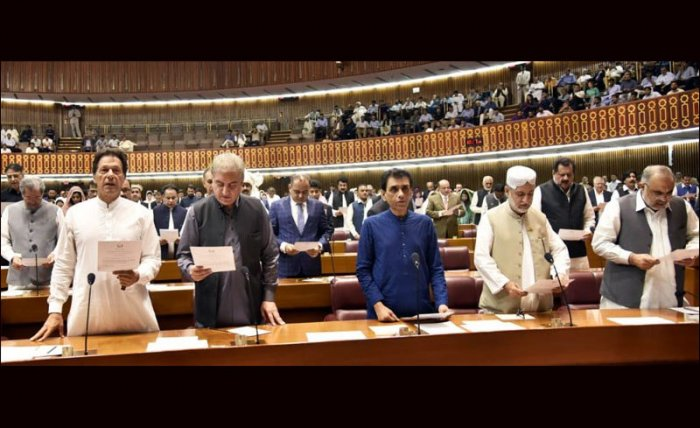 The maiden session of Pakistan's 15th Parliament began today with the outgoing Speaker administering the oath to 329 newly-elected members including Prime Minister-in-waiting Imran Khan, setting the stage for the cricketer-turned-politician to form the country's third consecutive democratic government. Picture courtesy. Twitter/@fifiharoon