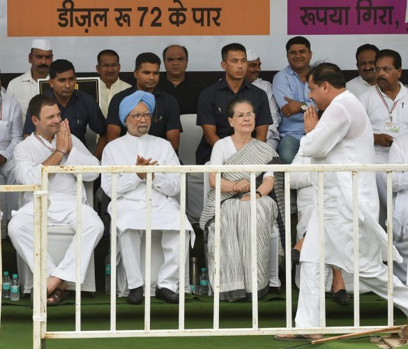 (L-R) Congress President Rahul Gandhi, former Prime Minister Manmohan Singh, former congress president Sonia Gandhi, and AAP leader Sanjay Singh at a 'dharna' during the 'Bharat Bandh' protest called by Congress and other parties against fuel price hike and depreciation of the rupee, in New Delhi, Monday, Sept 10, 2018. (PTI Photo)