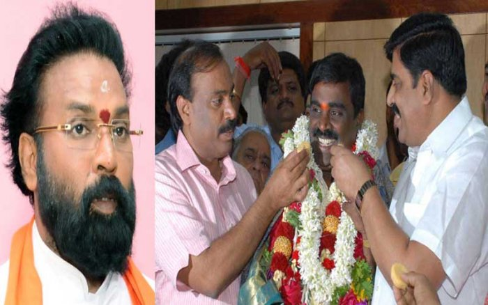 The BJP had given in charge of the elections to Sriramulu, while the former minister and mining baron G Janardhana Reddy, who once dominated the district, operated from behind the screen. (DH Photo)