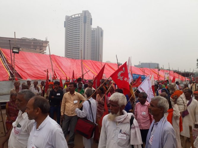 Protesters arriving at New Delhi. DH photo.