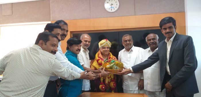 Infosys Foundation Chairperson and writer Sudha Murthy on Wednesday received a formal invitation from the government to flag off the 10-day Mysuru Dasara