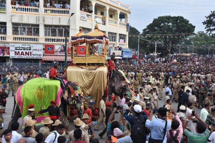 Dasara Elephant Arjuna carries a golden howdah during the Jamboo Savari at K R Circle in Mysuru. FILE PHOTO