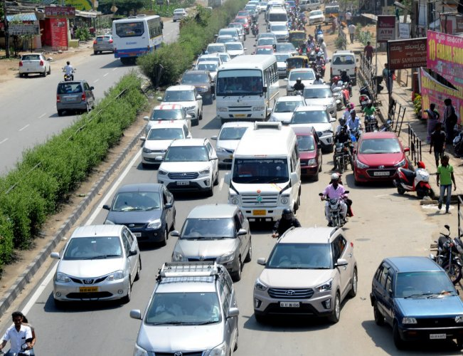 Traffic congestion, like this one on Mysuru Road in Bengaluru, could become the order of the day in both the cities once the highway is six-laned as more people opt for private vehicles. DH FILE PHOTO