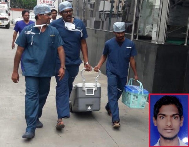 Hospital staff carry the harvested heart of a brain-dead youth from Raichur, Thammanna H (inset).