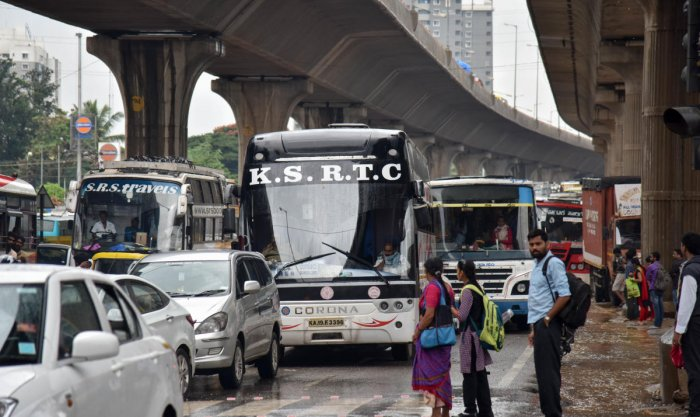 Private contract carriage buses are barred from operating at Peenya, Jalahalli Cross and 8th Mile. DH file Photo