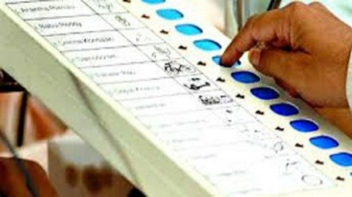 The Election Commission announced that the notification for the bye-elections for the three Parliamentary and the two state Assembly seats will be issued on Tuesday. DH Photo