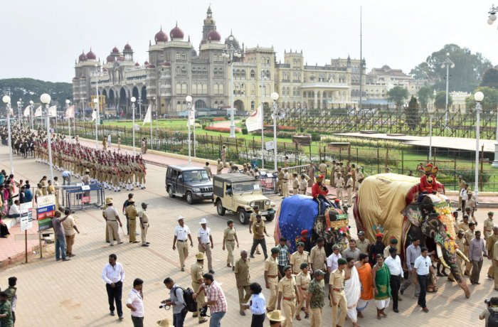 Dasara Elephants and folk troupes take part in cultural procession on the premises of Mysuru Palace on Sunday. DH PHOTO