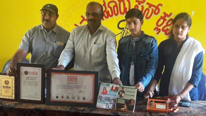 Hamdi's father Khalin Imran, art teacher R M Kattimani, artist Hamdi Imran and Hamdi's mother Shahida Shabana exhibit the certificates won by Hamdi.