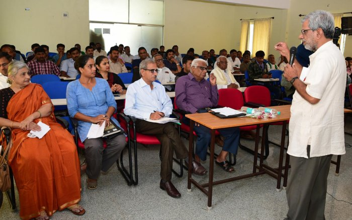V S Prakash, former scientist with the Central Groundwater Board, speaks at a seminar on theKC Valley project onSaturday. DH PHOTO/KRISHNAKUMAR P S