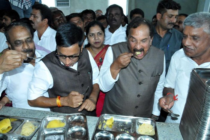 District In-charge Minister K J Georges has breakfast at Indira Canteen in Chikkamagaluru.
