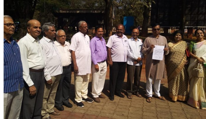 AGAINST SPLIT: Writers stage a demonstration, opposing the move to bifurcate VTU, in front of the deputy commissioner's office in Belagavi on Tuesday. DH Photo